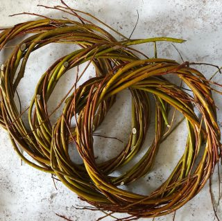I'm looking forward to decorating these willow wreaths for my garden gate stand Christmas shop. They will be completely natural so after Christmas you can either keep the willow base or just throw the whole thing in your green bin! Our garden gate Christmas shop will be open from the 4th December 🎄✨#willowwreath #christmaswreath #christmasiscoming #letsgoalloutforchristmas #ecowreath #naturalmaterials #irisandwilfnovember #seasonaldecor #seasonaldecorations #decorateyourdoor #cotswolds