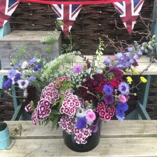 The bunting is out for #britishflowersweekI've been cutting lots of buckets of beautiful British blooms this week 🇬🇧 #britishgrownflowers #freshflowers #scentedflowers #chemicalfree #zeroairmiles #flowersforbees #naturalflowers #slowflowers #sustainablygrownflowers #irisandwilfjune #flowersubscriptions #diybuckets #bouquets