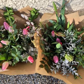 Remember to order your British grown flowers by Friday for next week's delivery!! •Bunches of spring flowers•Wrapped in paper•Wednesday delivery•Free delivery to Fairford & Lechlade #britishgrownflowers #wrappedinpaper #zeroplastic #grownintheuk #springflowers #freedelivery #fairford #lechlade #smallbusiness #shoplocalfairford #cotswolds