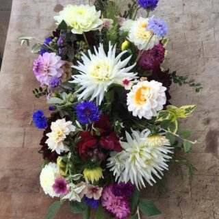 Did you know we also do floral tributes? It is always a real honour to be asked to create farewell flowers. This arrangement was made by Beth @honeymoonfernflowers in August last year for a well loved local gentleman. Beth is very good at using sustainable floristry techniques to create eco friendly arrangements. #farewellflowers #funeralflowers #floraltribute #ecofriendly #nofloralfoam #sustainablefloristry #zeroplastic #locallygrownflowers #britishgrownflowers #flowersfromthefarm #seasonalflowers #growninthecotswolds #cotswolds #fairford