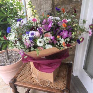 A lovely big bouquet of #britishflowers made by the very clever @honeymoonfernflowers using roses, cornflowers, ammi, corncockle, nigella, alchemilla, foxgloves, snapdragons and some geum#britishflowersweek #britishgrowncutflowers #freshcutflowers #scentedblooms #variety #seasonalflowersjune #growninthecotswolds #sustainability #britishflowergrower #flowerfarmer