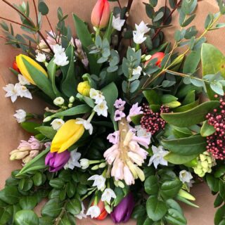 I've been out on the (local) road again this morning delivering these lovely British grown spring flowers. Now it's time for some home schooling and hopefully some seed sowing 🤞🏻🤞🏻🤞🏻. #seedsowing #sowingandgrowing #britishgrownflowers #seasonalflowers #locallygrownflowers #growninthecotswolds #sustainablygrownflowers #smallbusiness #fairford #naturalfloralstyle #scentedflowers