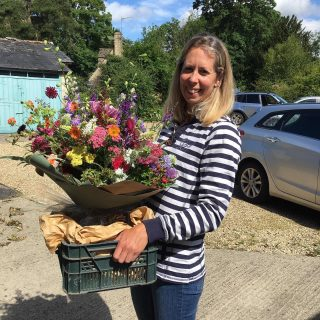 This month I'm taking part in the #flowerfarmerama challenge, set by @businessofflowers. Today's prompt is WHO ARE YOU? I'm Tessa Wardman and I am a flower grower and florist in Fairford, Gloucestershire. I started growing flowers 3 years ago to sell locally after working with horses for many years, and later as a lab technician and a gardener. I'm married to amazing Cotswold chef @mattwardman and we have two lovely children, Iris and Wilfred. We also have a mad springer spaniel called Scout and pony called Lily. #flowerfarmerama #flowerfarmer #britishflowers #flowersfromthefarm #smallbusiness #lovemyjob #localflowers #cotswolds #fairford #gloucestershire #january #irisandwilfjanuary