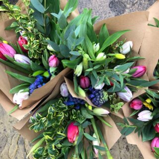 Ruth @tcgcutflowers and I will have MIXED BUNCHES of British grown flowers available for local delivery on Wednesday this week. Get in touch to order! Free delivery Fairford and Lechlade #britishgrownflowers #tulips #mixedbunches #contactlessdelivery #localdelivery #fairford #lechlade #cotswolds #smallbusiness