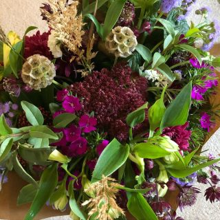 Our growing season may be over but we will be delivering British grown flowers from Cornwall throughout lockdown. Please try and order a week in advance if you can 😊 #lockdowndeliveries #britishgrownflowers #flowersfromcornwall #flowerdeliveries #localdelivery #fairford