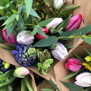 Get in touch by Friday if you would like a bunch of cheerful British flowers next week! Wednesday delivery 🌷Fairford 🌷LechladeWe are also taking orders for Valentines ❤️From bunches to big bouquets! #britishflowers #britishgrownflowers #mixedbunches #zeroairmilesflowers #flowersforvalentines #smallbusiness #localbusiness #fairford #cotswolds #gloucestershire